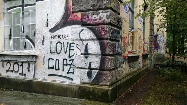 loves copz graffity